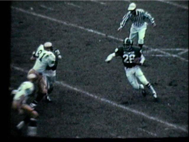 Clinton Jones #26 makes a run, 1966