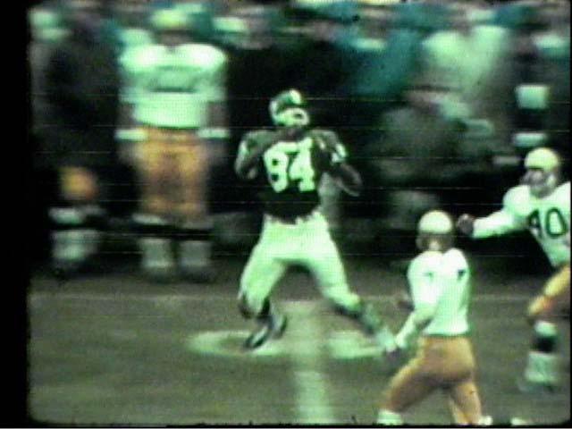 Gene Washington #84 about to make a catch, 1966