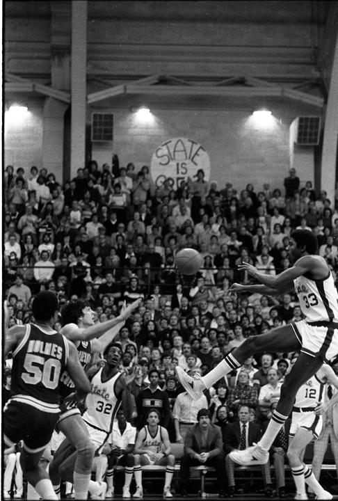Magic Johnson jumps to receive ball, 1979