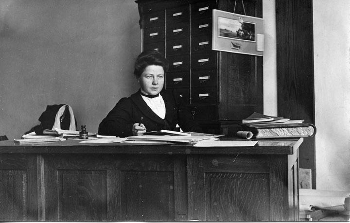 Elida Yakeley, circa 1908