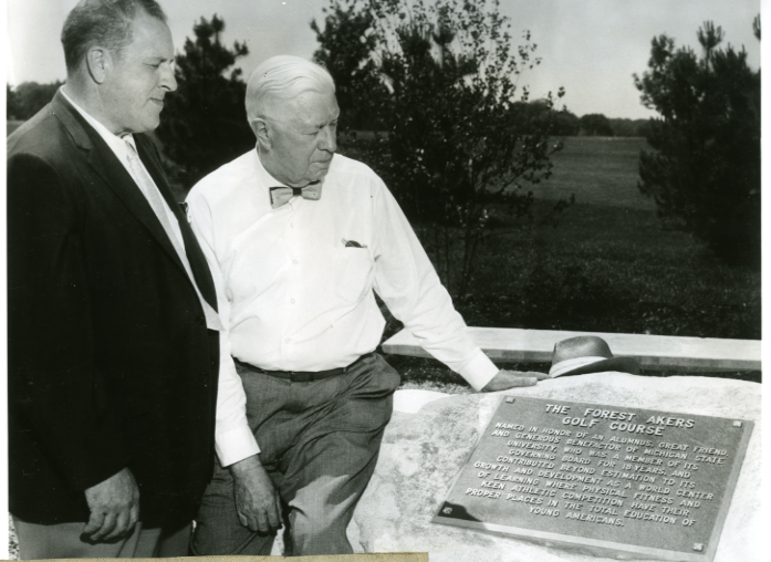 """J. Forest Akers and """"Biggie"""" Munn pose next to the plaque at the Forest Akers Golf Course"""