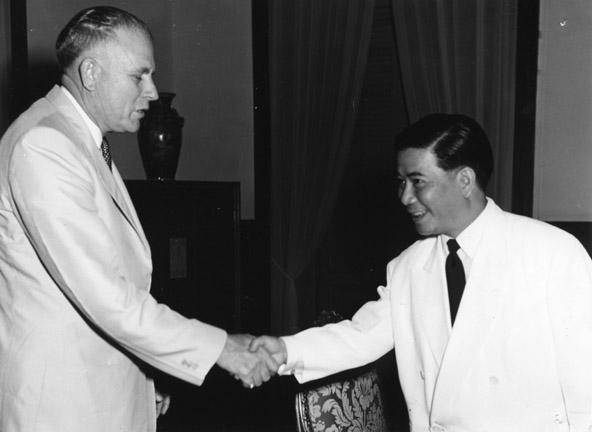 John Hannah shakes Ngo Dinh Diem's hand