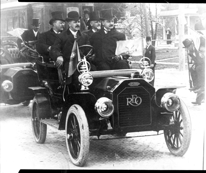 President Roosevelt rides in a Reo Motor car, 1907
