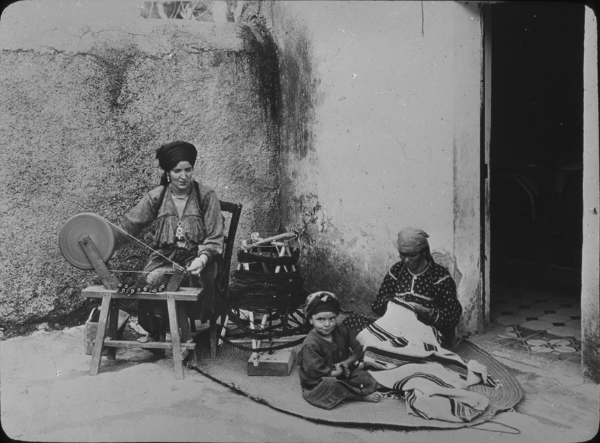 Algerian spinner and weaver work, undated