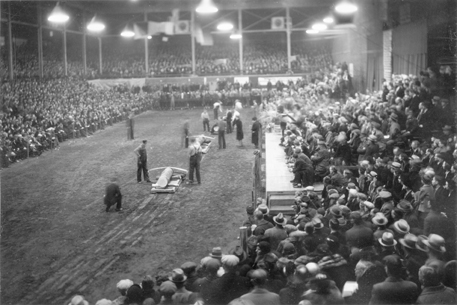 Log sawing contest, 1935