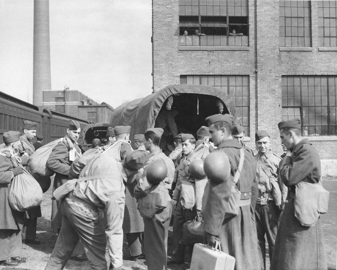 Army trainees prepare to leave, ca. 1940