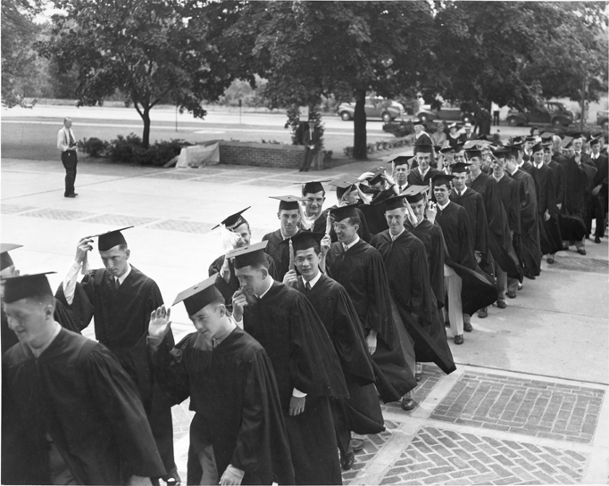 Students at commencement, 1943