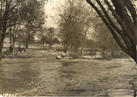 Students canoe the Red Cedar, 1917