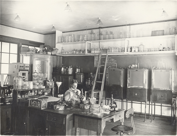A student does research in the Bacteriology Lab, 1905