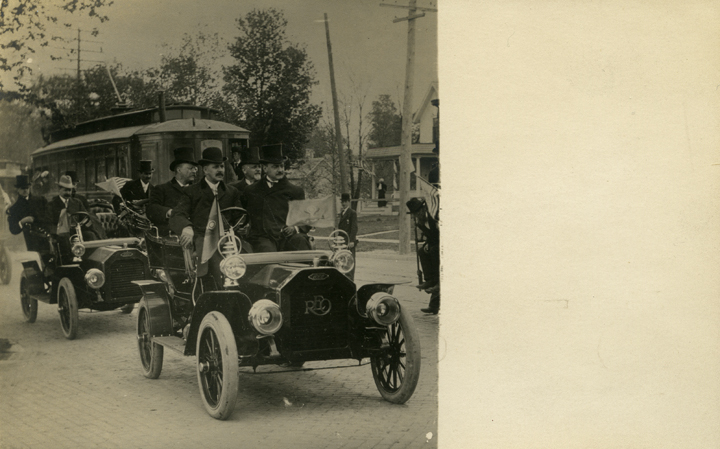 R.E. Olds drives President Theodore Roosevelt in the Semi-Centennial parade, 1907