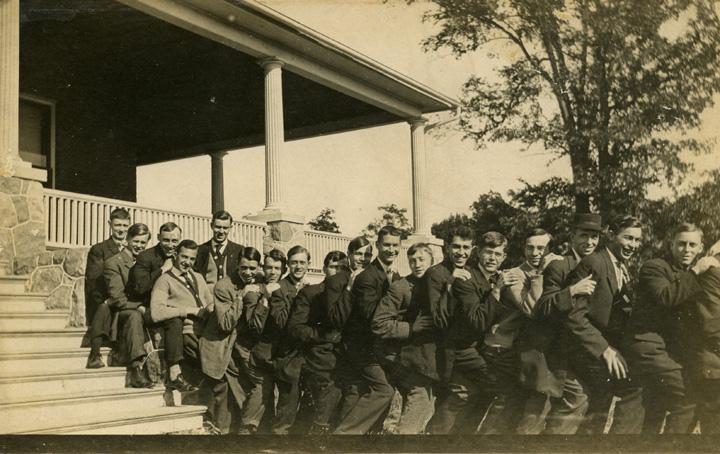 Men of Tr'e House, 1908