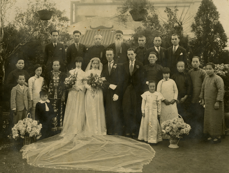Onn Mann Liang family wedding portrait, 1936