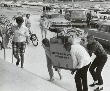 Students moving into Hubbard Hall, 1966