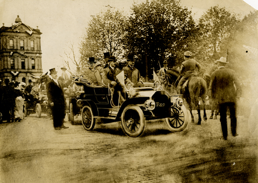 R. E. Olds drives President Roosevelt, 1907