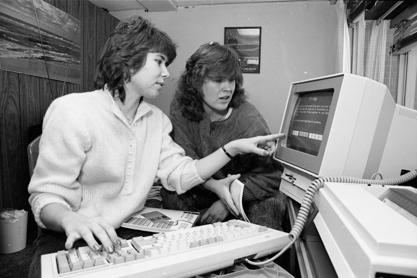 Students use a computer in their Akers Hall dorm room, 1989