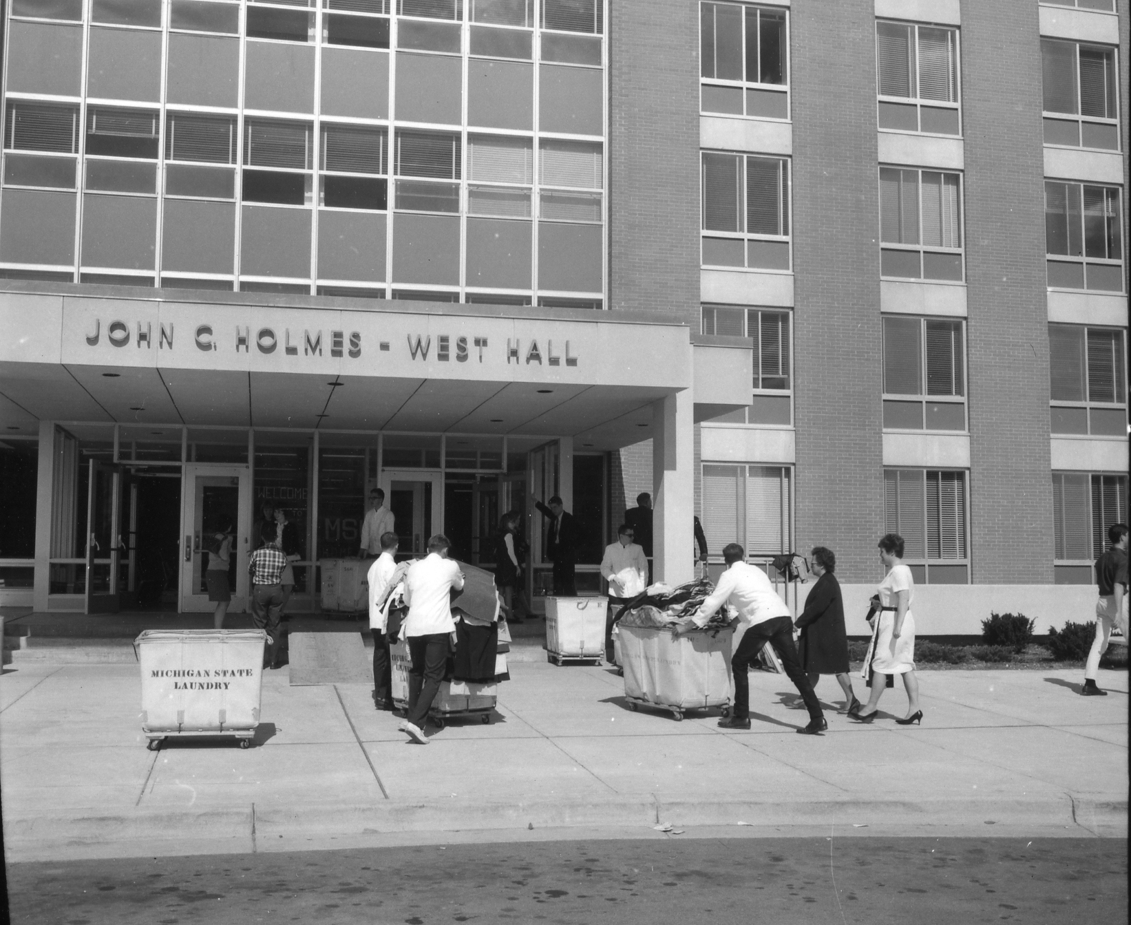 Move in day at Holmes Hall, 1966