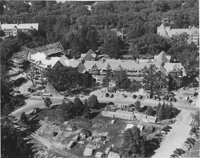 An aerial shot of the construction of Yakeley Hall, 1947