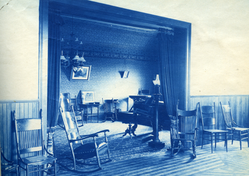Sitting room in an unidentified building